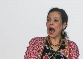 Rosario Murillo insiste en que «la paz es el camino» mientras su policía reprime a opositores en todo el país. Foto: Internet.