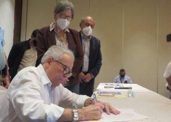 Viejo zorro de la política conservadora, Noel Vidaurre, se inscribe como precandidato presidencial en la Alianza Ciudadana. Foto: N. Miranda/Artículo 66.