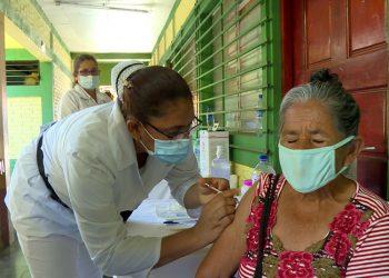 Aplicación de vacuna Covishield con 35 por ciento de avance. Foto: Gobierno.