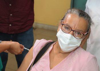 Nicaragua inicia aplicación de vacuna Covishield para pacientes crónicos. Foto: Policlínica Francisco Morazán, Mgua. Gobierno.