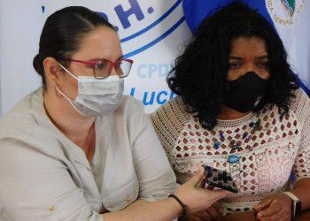 Periodista Marisol Balladares de Radio Corporación denuncia agresión y robo ante presencia de policías. Foto: CPDH.