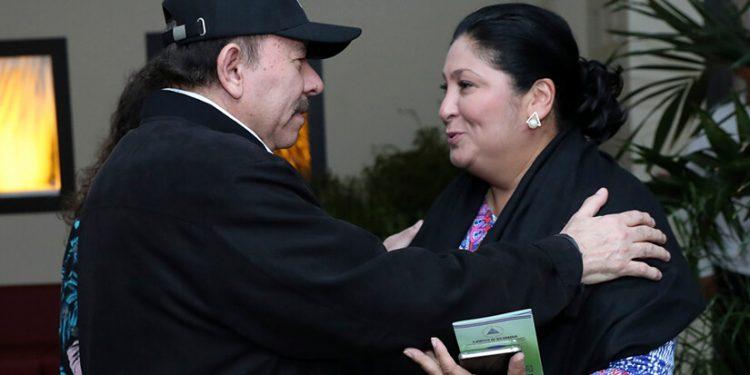 Daniel Ortega nombra a Martha Ruiz como ministra asesora presidencial. Foto: Gobierno.