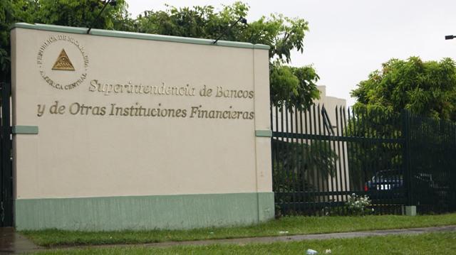 Bancos podrían recibir millonarias multas si niegan sus servicios a sancionados. Foto: Internet.