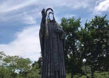 Profanan imagen de monseñor  Suazo. Foto: Cortesía