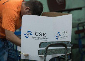 Unión Europea califica de «retroceso» las reformas a la Ley Electoral y elección de magistrados del CSE. Foto: Internet