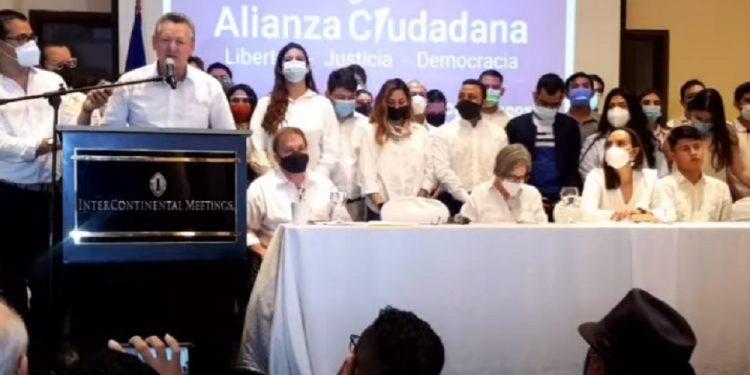 Kitty Monterrey oficializa a Óscar Sobalvarro: «Es el mejor candidato»