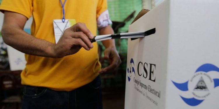 CSE tiene habilitados 19 partidos políticos para participar en elecciones presidenciales y legislativas. Foto: Internet.