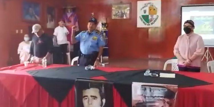 Fidel Domínguez y Juana Méndez cantando y bailando en «culto» a Daniel Ortega. Foto: Captura de pantalla.