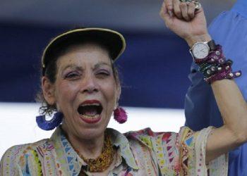 Rosario Murillo dice que le pide a dios que de su mente y de sus labios salgan «buenas expresiones. Su petición no es escuchada. Foto: Internet.