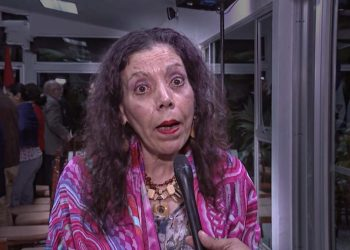 Rosario Murillo habla de Dios y amor mientras ordena a su Policía asaltar un medio de comunicación y manda a acusar «falsamente» a Cristiana Chamorro. Foto: Internet.