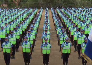 Más de mil nuevos policías juran lealtad a la dictadura Ortega-Murillo y se gradúan para reforzar la represión. Foto: Captura de pantalla.