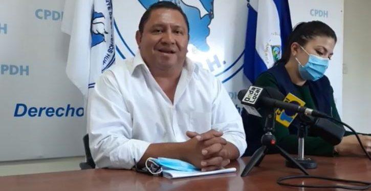 Comunicador David Quintana, «peso a peso», paga multa impuesta por la justicia orteguista. Foto: Internet.