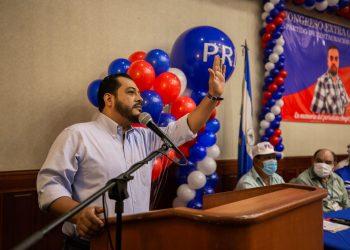 Felix Maradiaga en un mitin del PRD antes de que el CSE cancelara la personería de ese partido | Redacción Abierta.