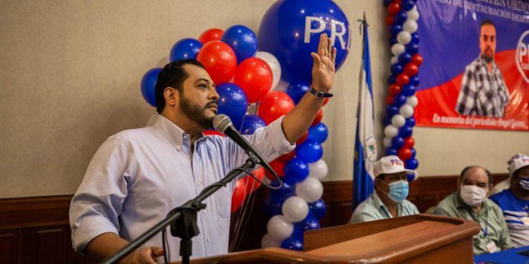 Felix Maradiaga en un mitin del PRD antes de que el CSE cancelara la personería de ese partido   Redacción Abierta.