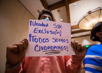 Un grupo de jóvenes de organizaciones sociales protestaron este martes, exigiendo la unidad opositora. Redacción Abierta.
