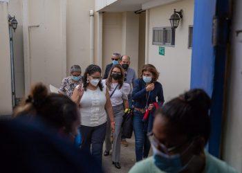 La periodista María Lilly Delgado al salir de la Fiscalía | Redacción Abierta.