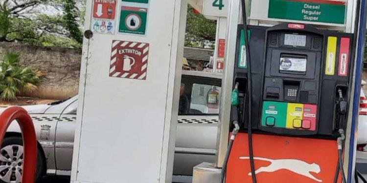 Gasolina bajará centavos y diésel subirá nuevamente, el próximo domingo Foto: Artículo 66 / Noel Miranda