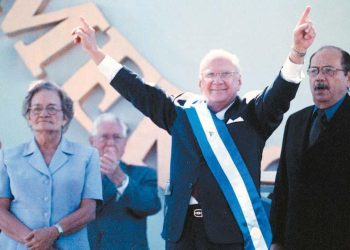 Expresidente de Nicaragua, Enrique Bolaños, al tomar posesión. Foto: Cortesía