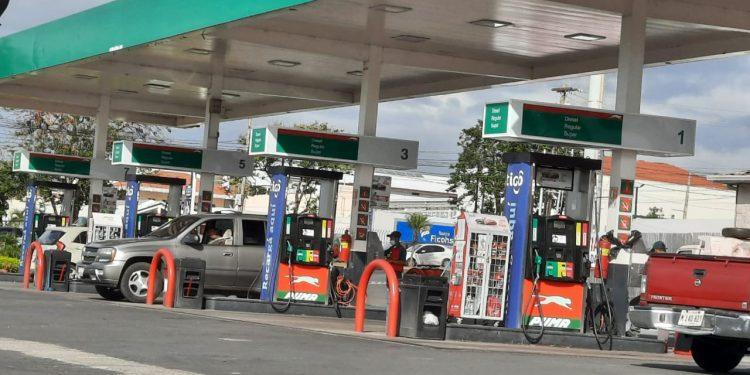 Nueva paliza en los combustibles. La gasolina súper casi alcanzará los 40 córdobas. Foto: Artículo 66 / Noel Miranda