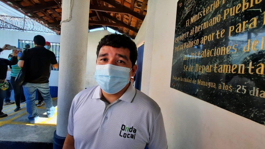 El periodista  Julio López, en una de las coberturas en el Ministerio Público. Foto: Artículo 66 / Noel Miranda
