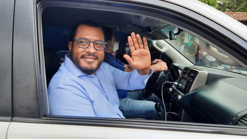 Maradiaga detenido minutos después de salir de la Fiscalía General. Foto: Noel Miranda/Articulo 66