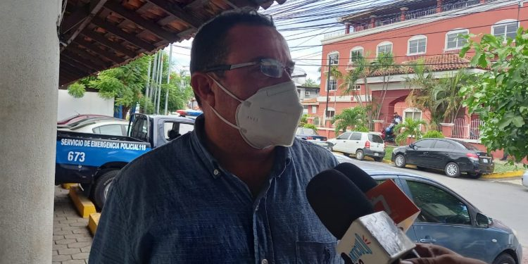 El periodista Eduardo Montenegro compareció ante la fiscalía por el caso de la Fundación Violeta Barrios de Chamorro. Foto: Noel Miranda // Artículo 66