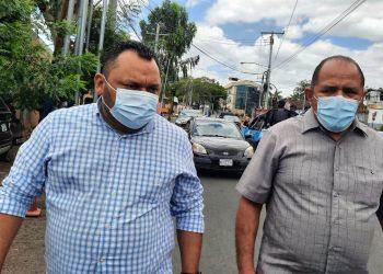 Director de Artículo 66 al entrar a la Fiscalía: «La dictadura quiere callarnos, pero no lo va a lograr» . Foto: N. Pérez/Artículo 66