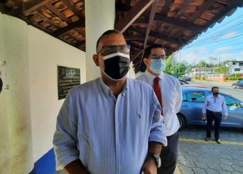 Periodista Octavio Enríquez al llegar a la Fiscalía: «No nos van a callar». Foto: Artículo 66/ Noel Miranda.