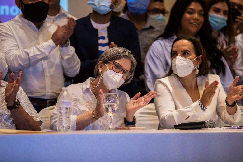 Kitty Monterrey durante una conferencia de prensa antes de la inscripción de las alianzas de partidos en el Consejo Supremo Electoral (CSE) | Foto: Redacción Abierta.