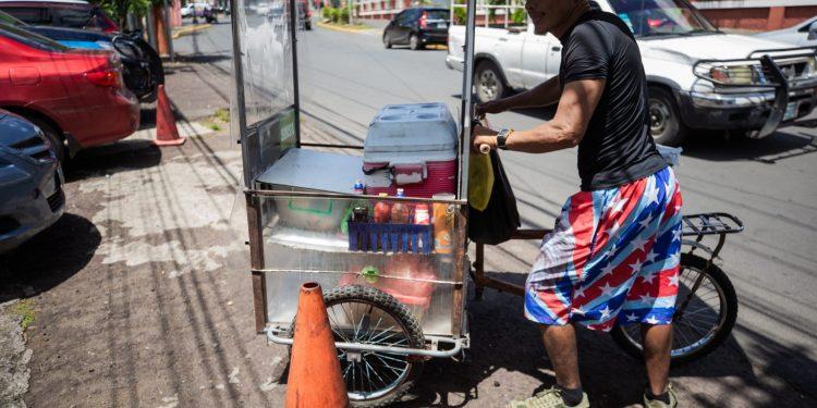 El sector informal ha ido creciendo en los últimos años como consecuencia de la falta de empleos.   Foto: Redacción Abierta.