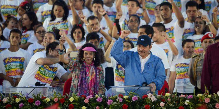 Rosario Murillo y Daniel Ortega durante una de las celebraciones al aniversario de la Revolución Sandinista   Foto: Redacción Abierta.