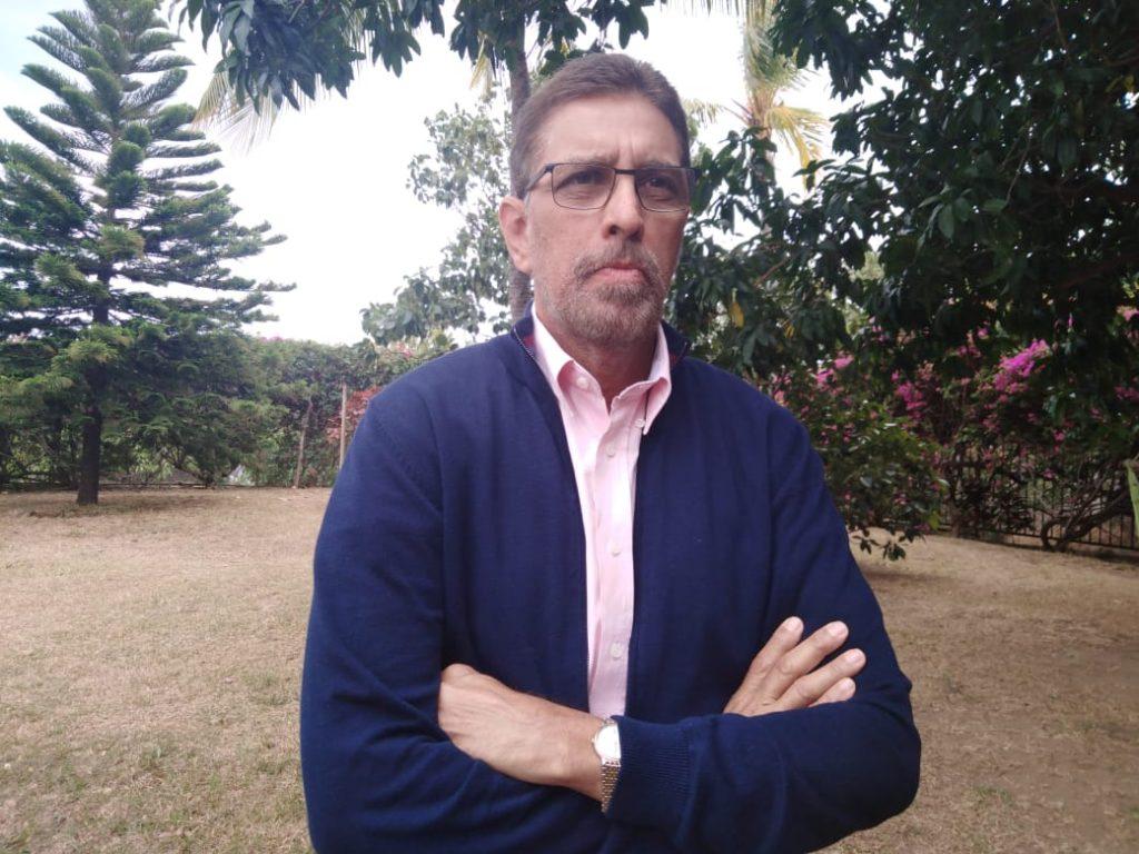Policía de Ortega allana vivienda del exguerrillero andinista Víctor Hugo Tinoco