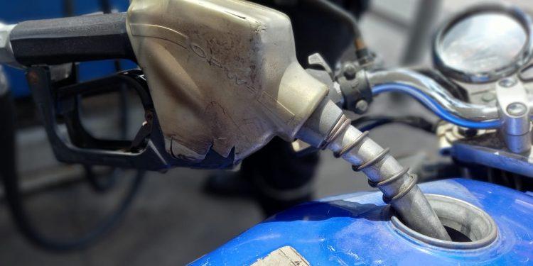 Otra paliza. Gasolina súper y regular aumentarán una vez más este fin de semana. Foto: Artículo 66 / Noel Miranda