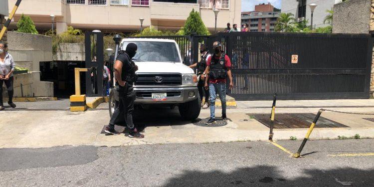 Tropas especiales venezolanas asaltan casa del presidente interino Juan Guaidó. Foto: VOA