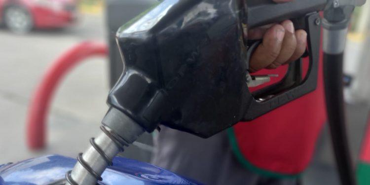 Gasolina regular volverá a subir este fin de semana y el diésel bajará un centavo por litro. Foto: Artículo 66