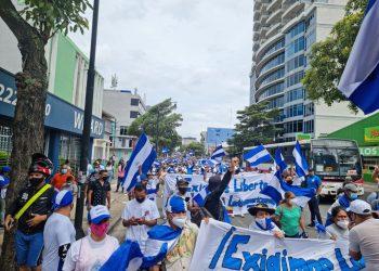 Más de mil exiliados en Costa Rica marchan por la libertad de Nicaragua. Foto: Artículo 66 /Costa Rica