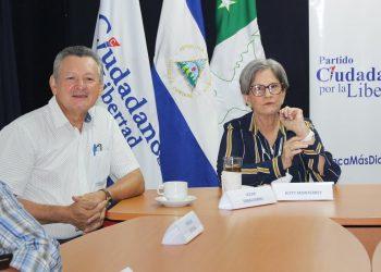 Kitty Monterrey oficializa que Oscar Sobalvarro es el candidato oficial de Alianza CxL. Foto: Radio Corporación.