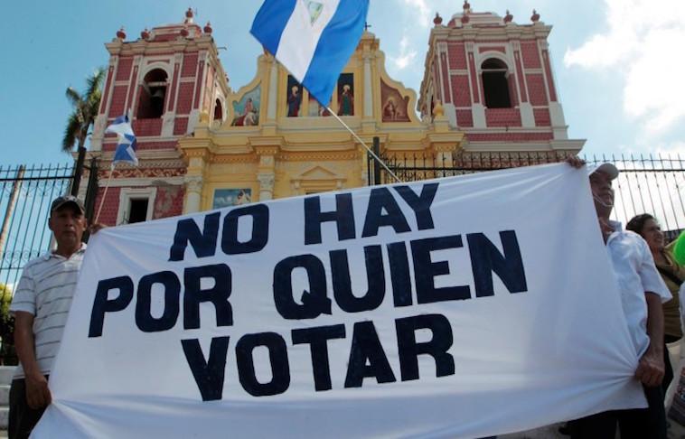 Candidatos de Kitty Monterrey y AcxL no animan a votantes. 70% de encuestados dice que no hay por quien votar. Foto: Internet.