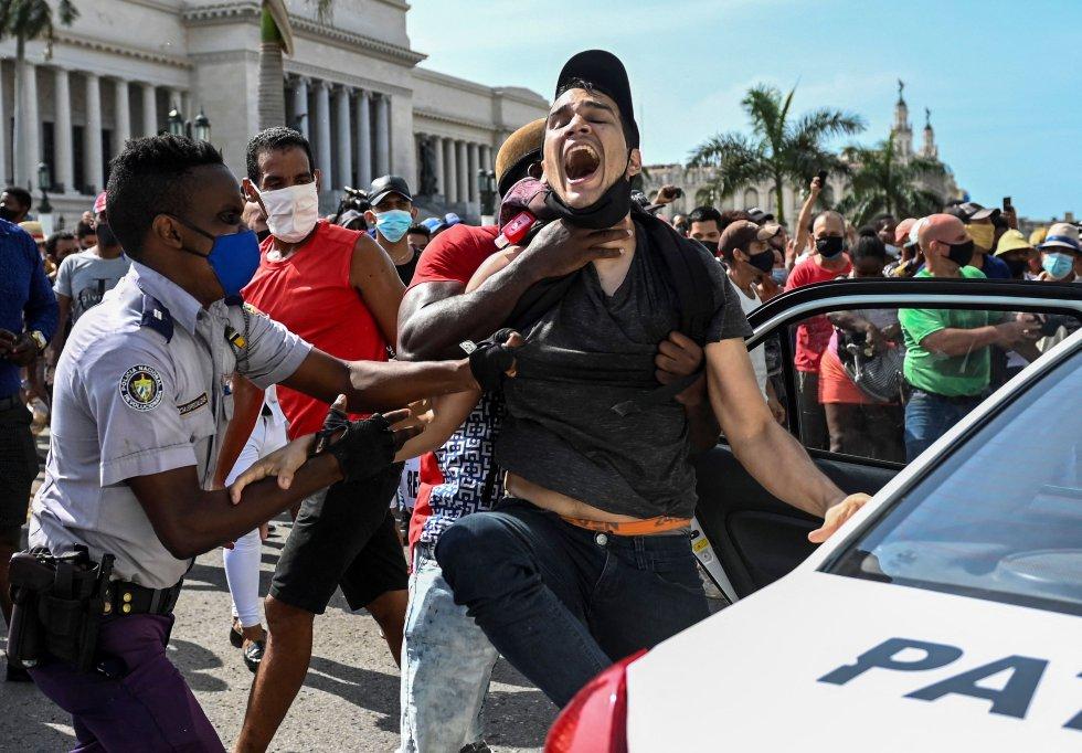 Régimen cubano corta internet para ocultar protestas. Estados unidos advierte que se deben respetar a manifestantes. Foto: El Mundo.