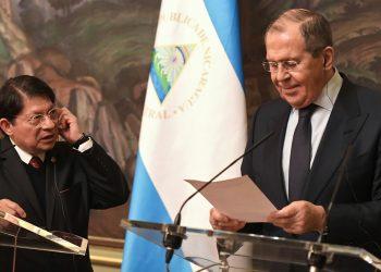 El canciller orteguista Denis Moncada junto a su homólogo ruso Serguéi Lavrov. Foto: Cortesía