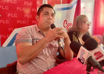 Walter Espinoza declina aspiraciones presidenciales para apoyar al diputado liberal Miguel Rosales. Foto: Artículo 66 / Noel Miranda