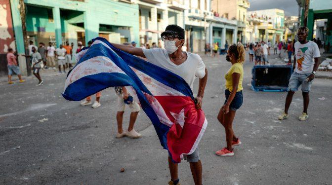 Protestas en cuba dejan un muerto y más de cien detenidos. EE:UU asegura que no habrá intervención militar en la isla. Foto: Internet.