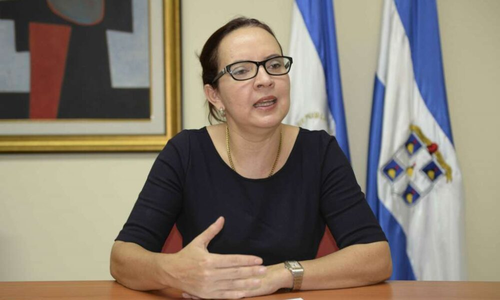 Policía irrumpe la casa de abogada María Asunción Moreno, buscándola para llevarla «por la fuerza» a la Fiscalía. Foto: Artículo 66