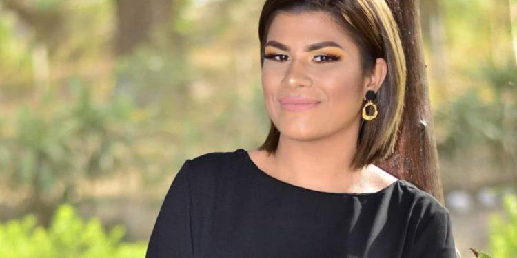 Policía orteguista emprende persecución en contra de la periodista Aminta Ramírez. Foto: Artículo 66 / Facebook
