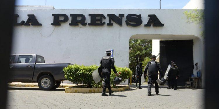 Régimen intenta vender supuesto «acaparamiento de papel» en La Prensa para montarle acusación. Foto: Cortesía.