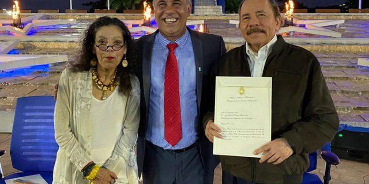 La pareja presidencial de Nicaragua junto al embajador de Argentina, Mateo Daniel Capitanich. Foto: CCC