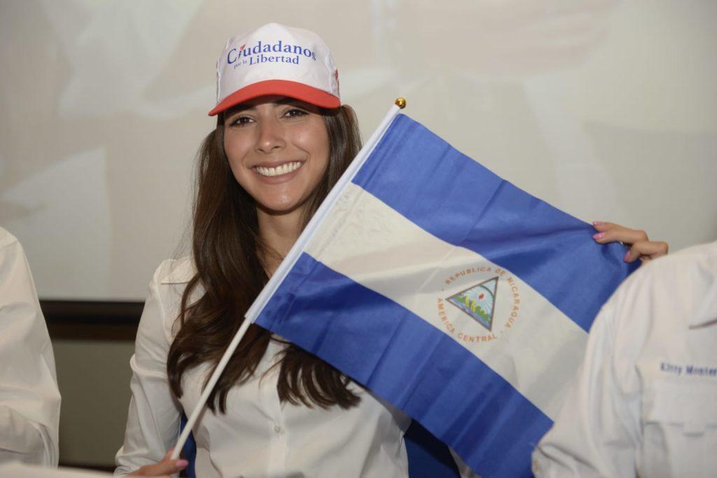 Orteguistas van por la cabeza de la exmiss Nicaragua y candidata a la Vicepresidencia de CxL, Berenice Quezada. Foto: La Prensa.