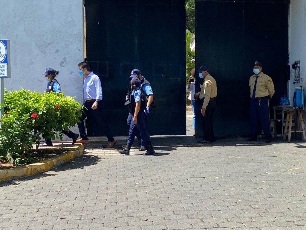 Dictadura de Ortega inicia investigación contra La Prensa por «defraudación aduanera y lavado de dinero»