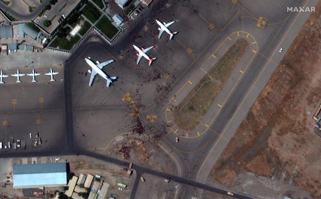 Imágenes de satélite de la situación en el aeropuerto de Kabul. Fotos: Satélite / EFE.