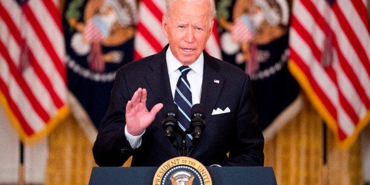 Biden analiza con sus asesores posibles amenazas terroristas en Afganistán. Foto: EFE.